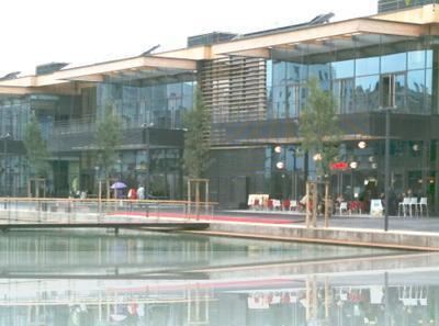 Caserne de bonne nouvel espace commercial au centre de for Location meublee grenoble